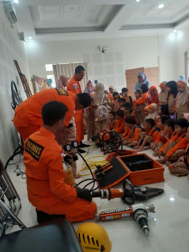 Kantor SAR Bandung Gelar SAR Goes To School 237