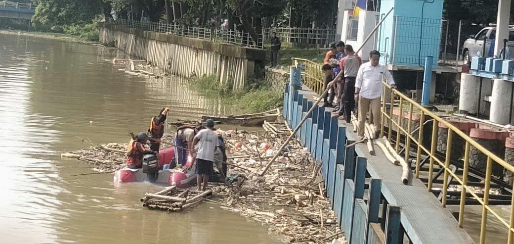 Tim Gabungan Temukan Remaja Terseret Arus Sungai Ciapus 237