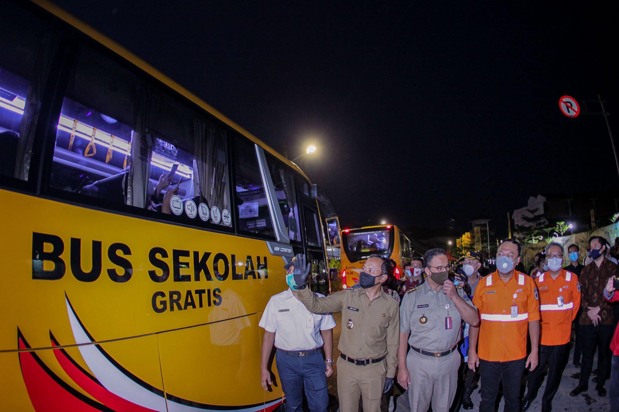 Anies Baswedan dan Bima Arya Tinjau Arus Penumpang Stasiun Bogor 233