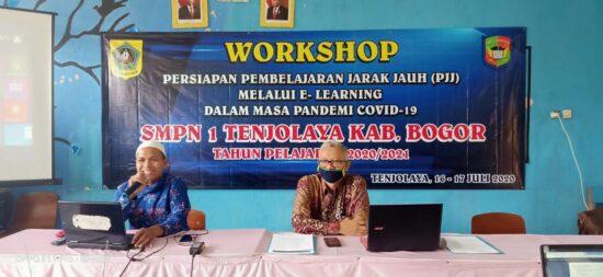 SMP Negeri 1 Tenjolaya Gelar Workshop Persiapan Pembelajaran Jarak Jauh 231
