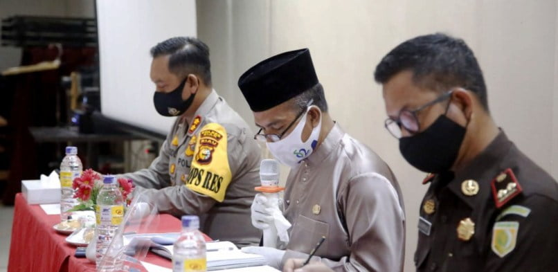 Jumlah kasus Penularan Covid 19 meningkat, Gugus Tugas Kabupaten Siak mengadakan pertemuan dengan Management PT. Indah Kiat di Kecamatan Tualang.