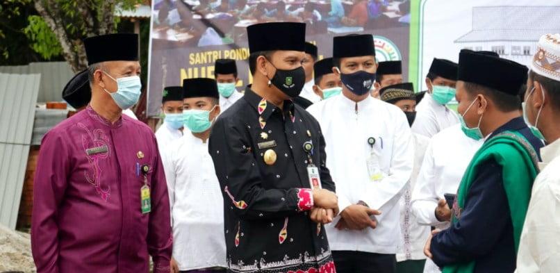 Berlangsung Sederhana, Pjs Bupati Siak Indra Agus Lukman pimpin Upacara Hari Santri di Ponpes Nurul Furqon