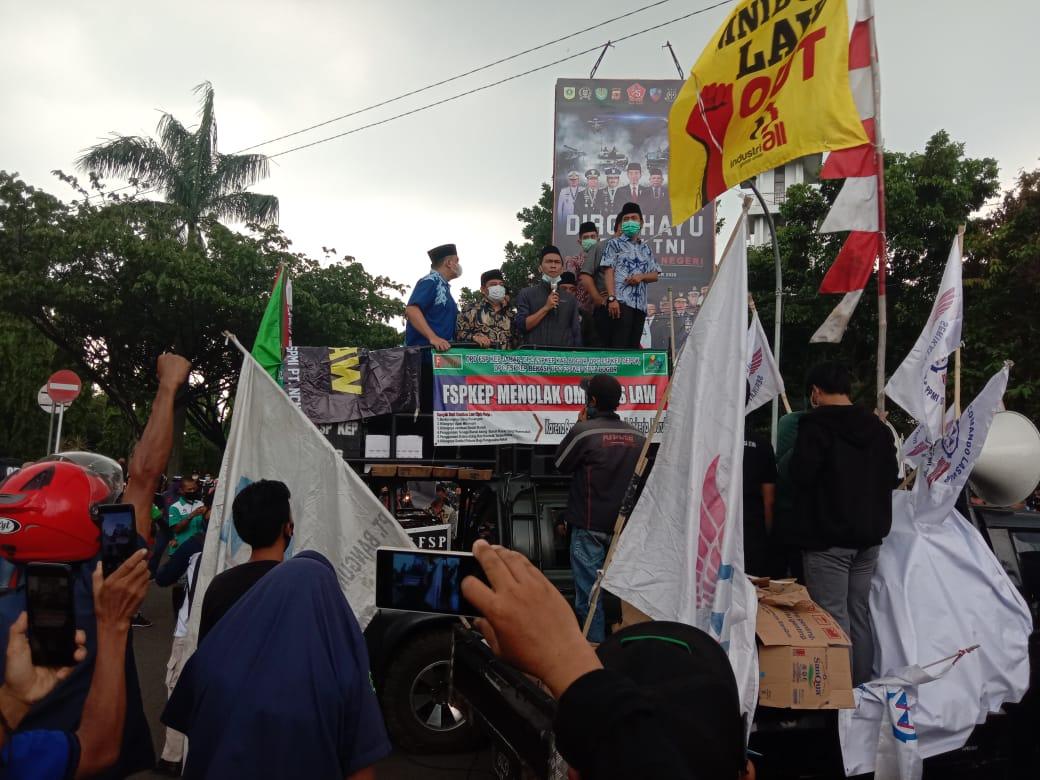 Wakil Rakyat Bogor Temui Pendemo Kecam Pengesahan RUU Cipta Kerja 233