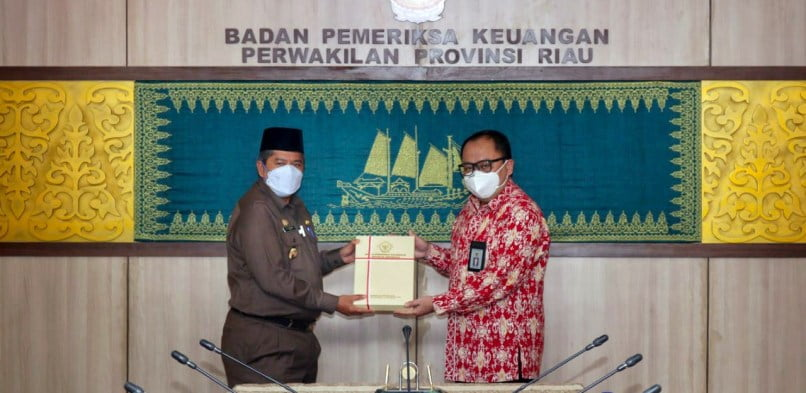 BPK Perwakilan Riau serahkan LHP Terkait Penanganan Covid19 Bidang Kesehatan di Negeri Istana