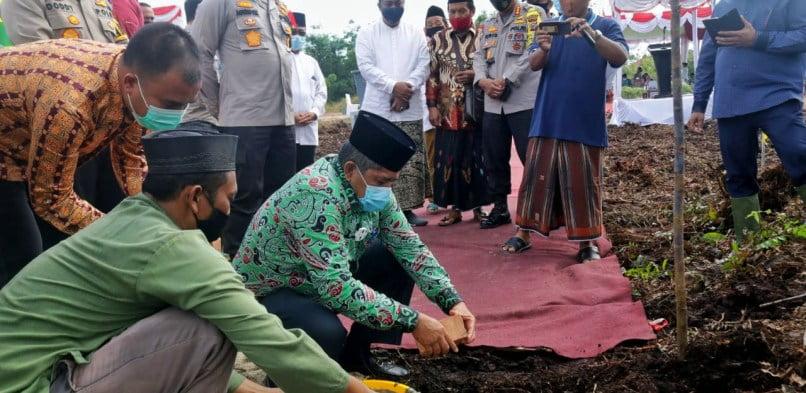 Bupati Siak dan Kapolda Riau letakkan Batu Pertama pembangunan Ponpes Hamalatul Quran Kwalian