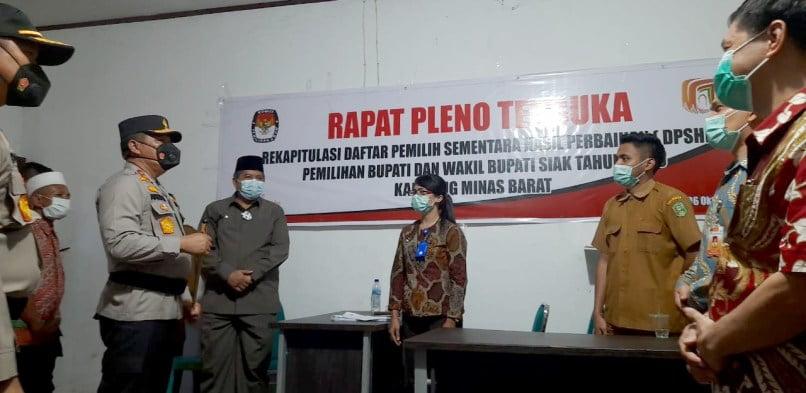 Didampingi Bupati Siak, Kapolda Riau Cek Kesiapan TPS di Minas & Ajak Masyarakat Siak Ayo Ke TPS