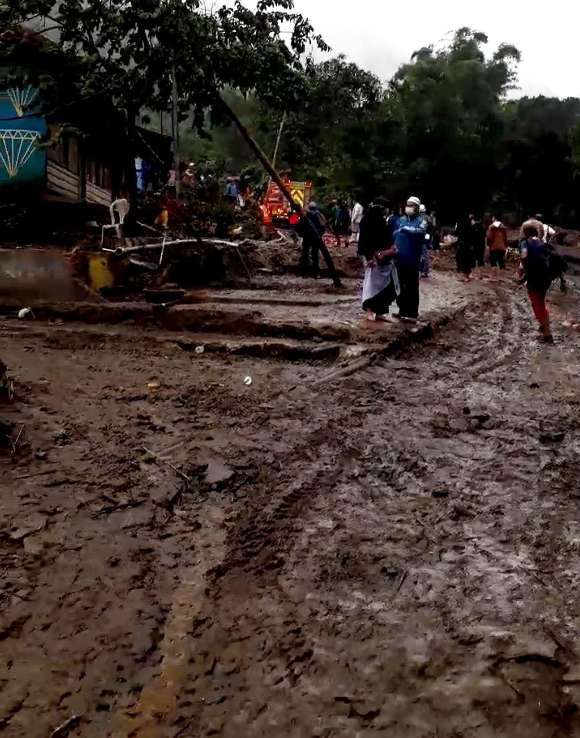 Butuh Alat Berat Untuk Operasi Bersih Dampak Banjir Bandang Gunungmas 233