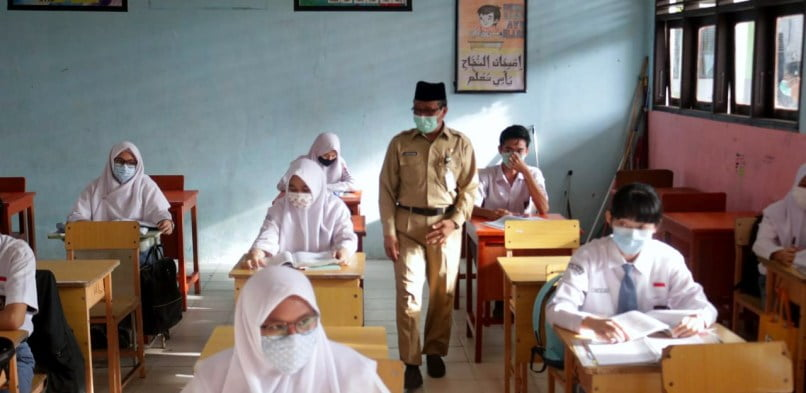 Hari Ke-2 Monitoring PTM, Sekda Siak Arfan Usman Kunjungi SMA N 1 Siak