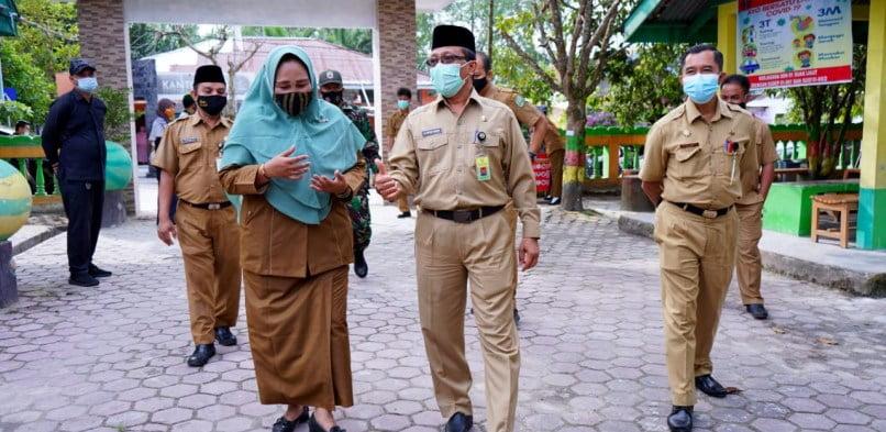 Sekretaris Daerah Tinjau Pelaksanaan Sekolah Tatap Muka di Kecamatan Siak