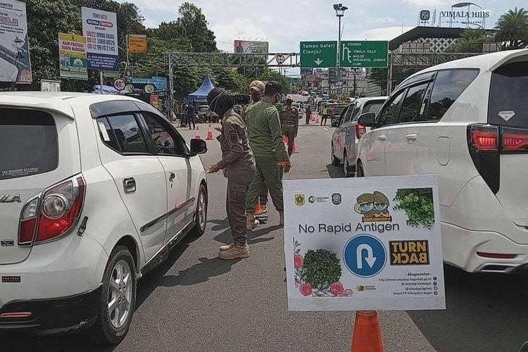 Ratusan Kendaraan ke Puncak Bogor harus Putar Balik Tanpa Surat Rapid Antigen 233