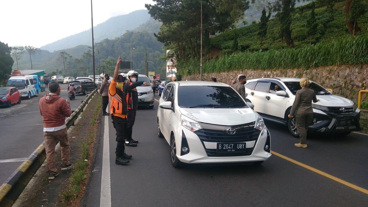 Petugas Pospam Rindu Alam Putarbalik Belasan Kendaraan 235