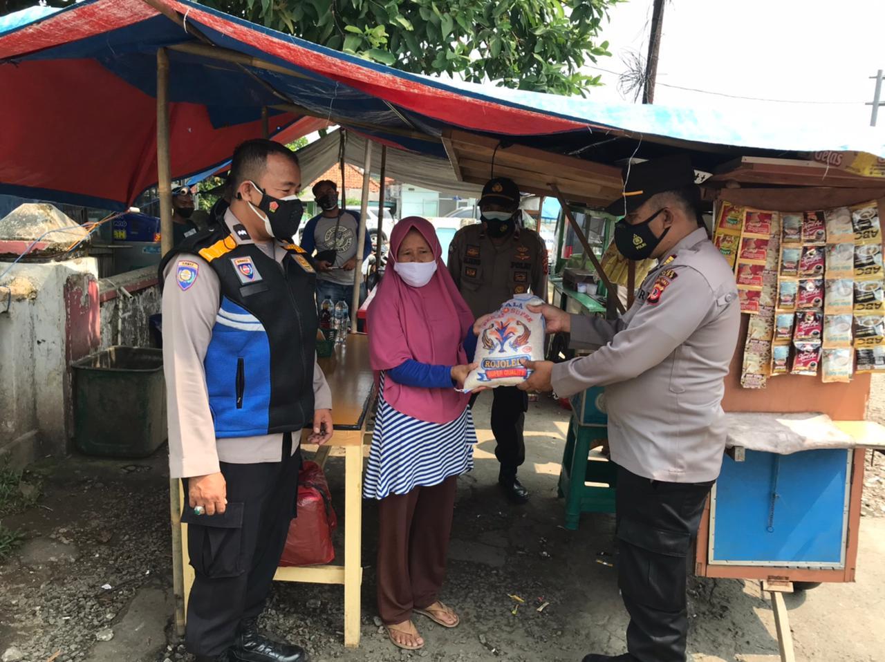 Polres Bogor Semakin Gencar Berbagi Sembako 235